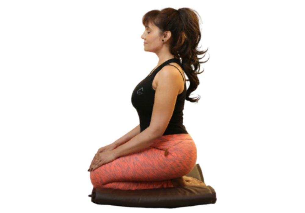 yoga for beginners- Vajrasana at shwet yoga classes and courses in thane west