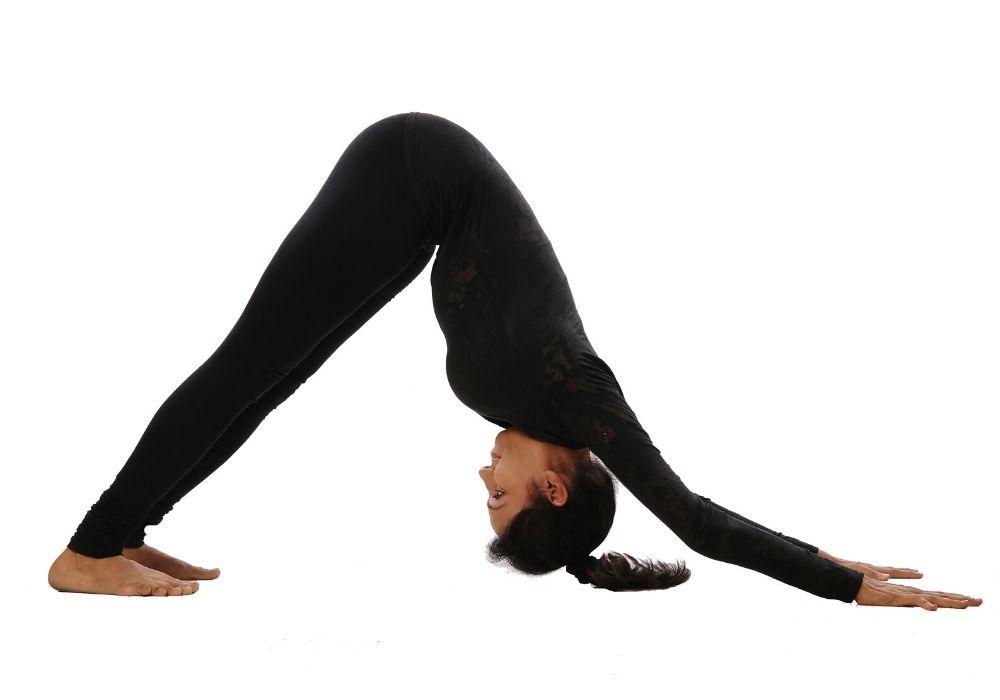 Dr. Shweta Varpe doing adhomukh sawasana at shwet yoga classes in thane