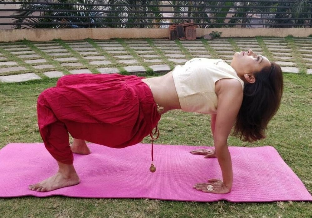 yoga classes in thane  yoga teacher performing reverse table top pose